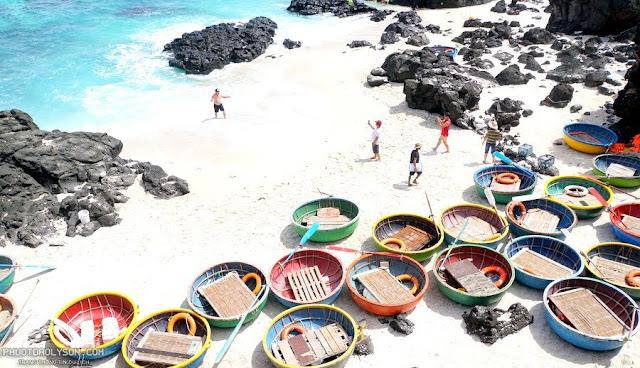 Khi đến đảo Bé, địa danh khá nổi tiếng mà nhiều người thích thú là Hang Kẻ cướp.