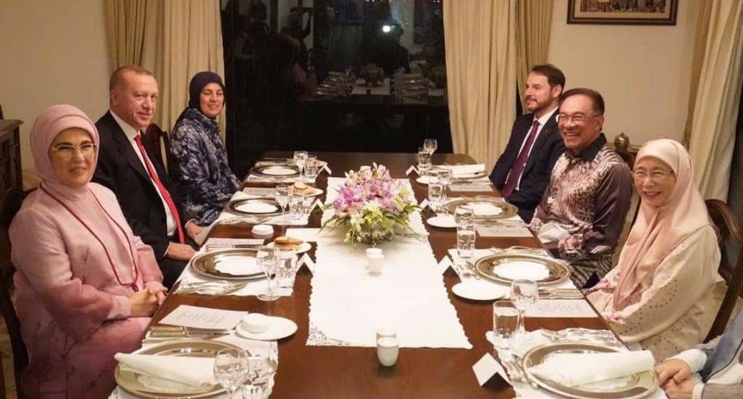 Anwar dan Erdogan makan malam