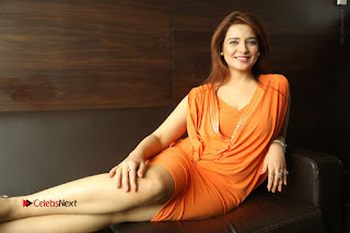Actress Saloni Aswani Pos in Short Dress at Meelo Evaru Koteeswarudu Movie Interview  0321.JPG
