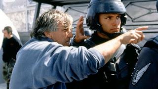 Paul Verhoeven en el rodaje de Starship Troopers