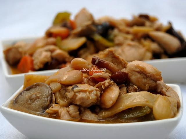 Pollo con Almendras Fritas, setas y Bambú