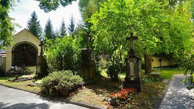 Przykościelny  stary cmentarz
