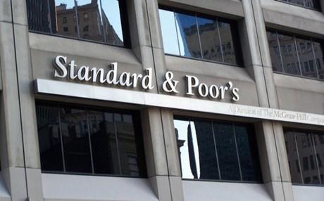 """Ο Standard & Poor's """"απειλεί"""" με υποβάθμιση σε περίπτωση Brexit"""