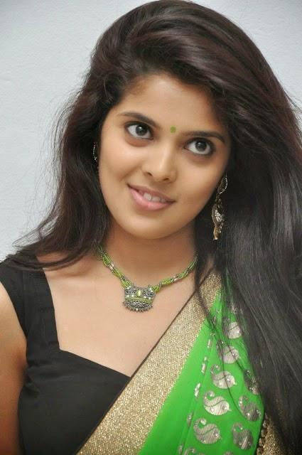 Shravya Reddy Hot Navel Show in Green Saree Stills
