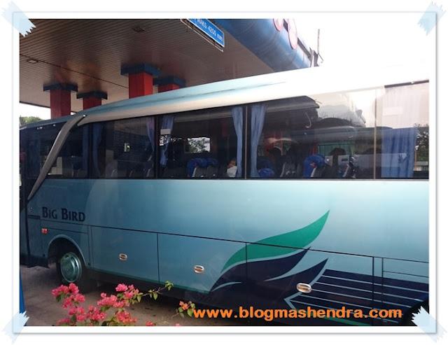 Bus Memasuki Pintu Tol Jagorawi - Blog Mas Hendra