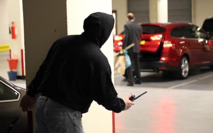kleftes2 Πώς θα γλιτώσεις το αυτοκίνητό σου από τους κλέφτες zblog, κλέφτες, κλοπή