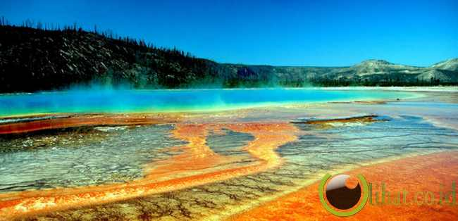 The Grand Prismatic Spring: America's largest