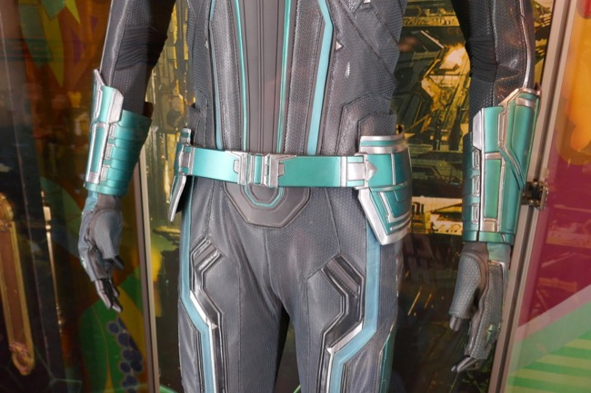 Captain Marvel Vers Starforce costume detail