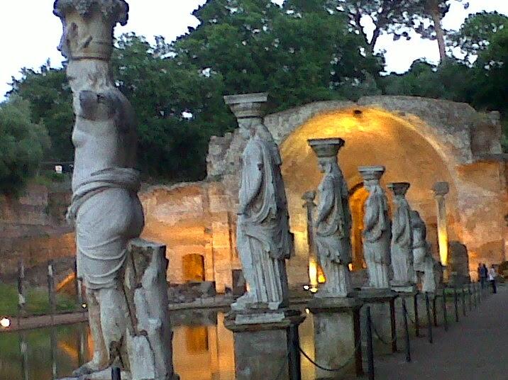 Canopo, Cariátides, Villa Adriana, Foto de Giulia Cantisani