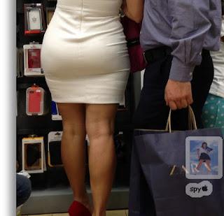 Señora sexy caderona vestido pegado