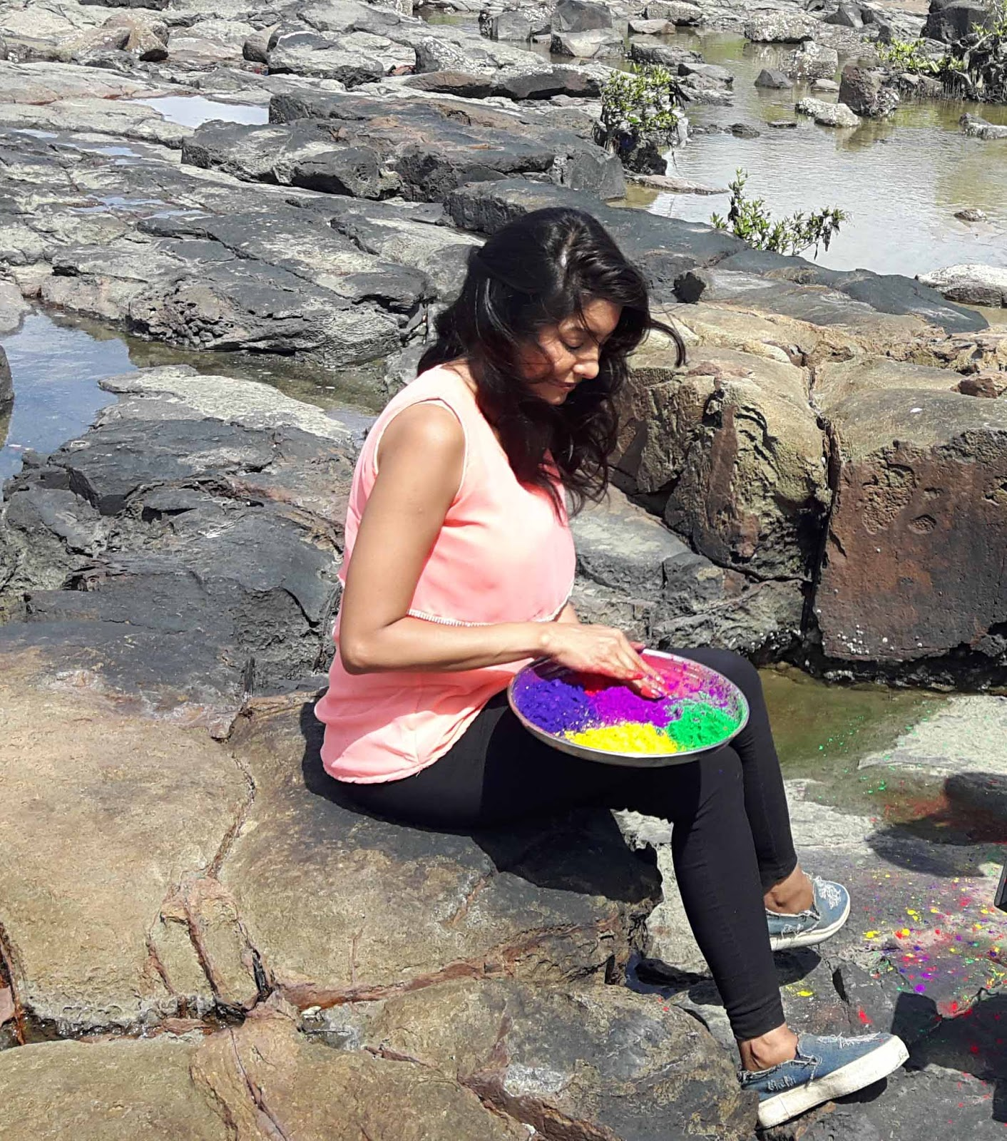 TV actress Simran Khanna playing holi