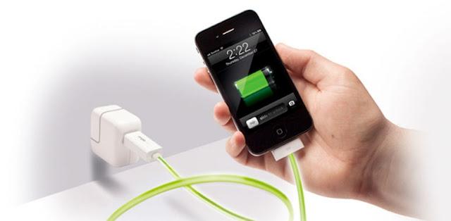 Nge-charge daya ponsel setelah smartphone android benar-benar mati bikin baterai nggak awet
