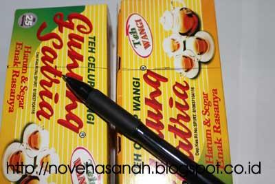 tandai dengan pulpen atau pensil dan mistar bagian yang akan dipotong pada kotak kemasan teh celup untuk membuat prakarya kerajinan tangan kotak pensil sederhana