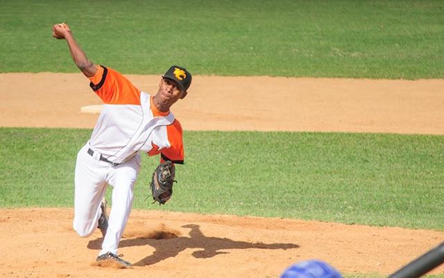 El derecho villaclareño Yosbel Zulueta es uno de los prospectos con más futuro en el béisbol cubano. Foto: Carolina Vilches