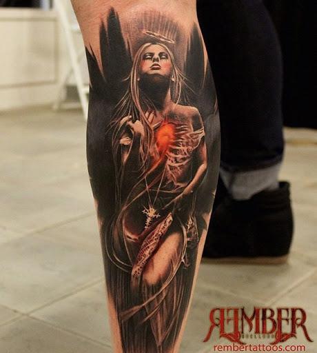 Angel tatuagens têm uma grande variedade de significados para escolher. Isso pode significar de forma diferente quando uma mulher tem é a de um homem. Por exemplo, é geralmente calma e serenidade para as mulheres, embora é mais espiritual para os homens. No entanto, isso poderia significar proteção e amor.