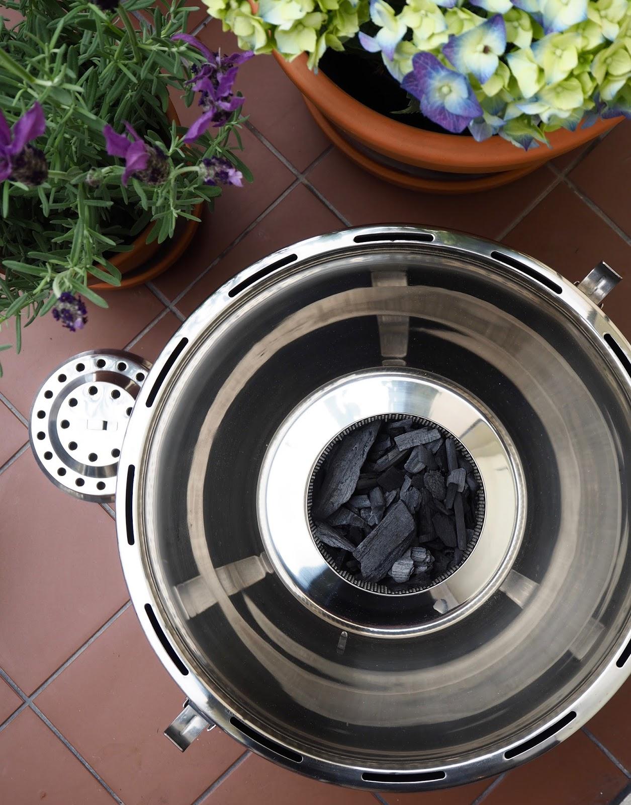 paloturvallinen hiiligrilli, LotusGrill, grillitesti, parvekkeella grillaaminen