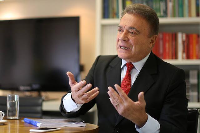 """Ex-tucano, Álvaro Dias diz que aliança com PSDB está """"totalmente descartada"""""""