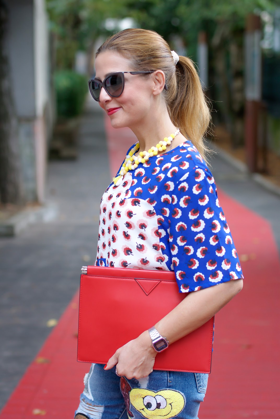 Minueto blouse, patched jeans with whatsapp emoji patch on Fashion and Cookies fashion blog, fashion blogger style