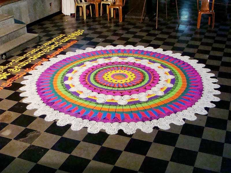 Rangoli Designs and Patterns with Lamps for Diwali 14