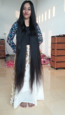 World Tour And Travel Septy 1 1 Meters Long Hair Longest In Indonesia