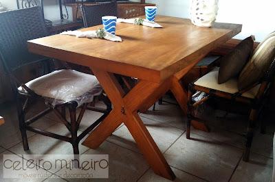 mesa de jantar com pé em x em madeira de demolição