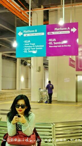 Dari bandara KLIA2 ke KL sentral naik KLIA express