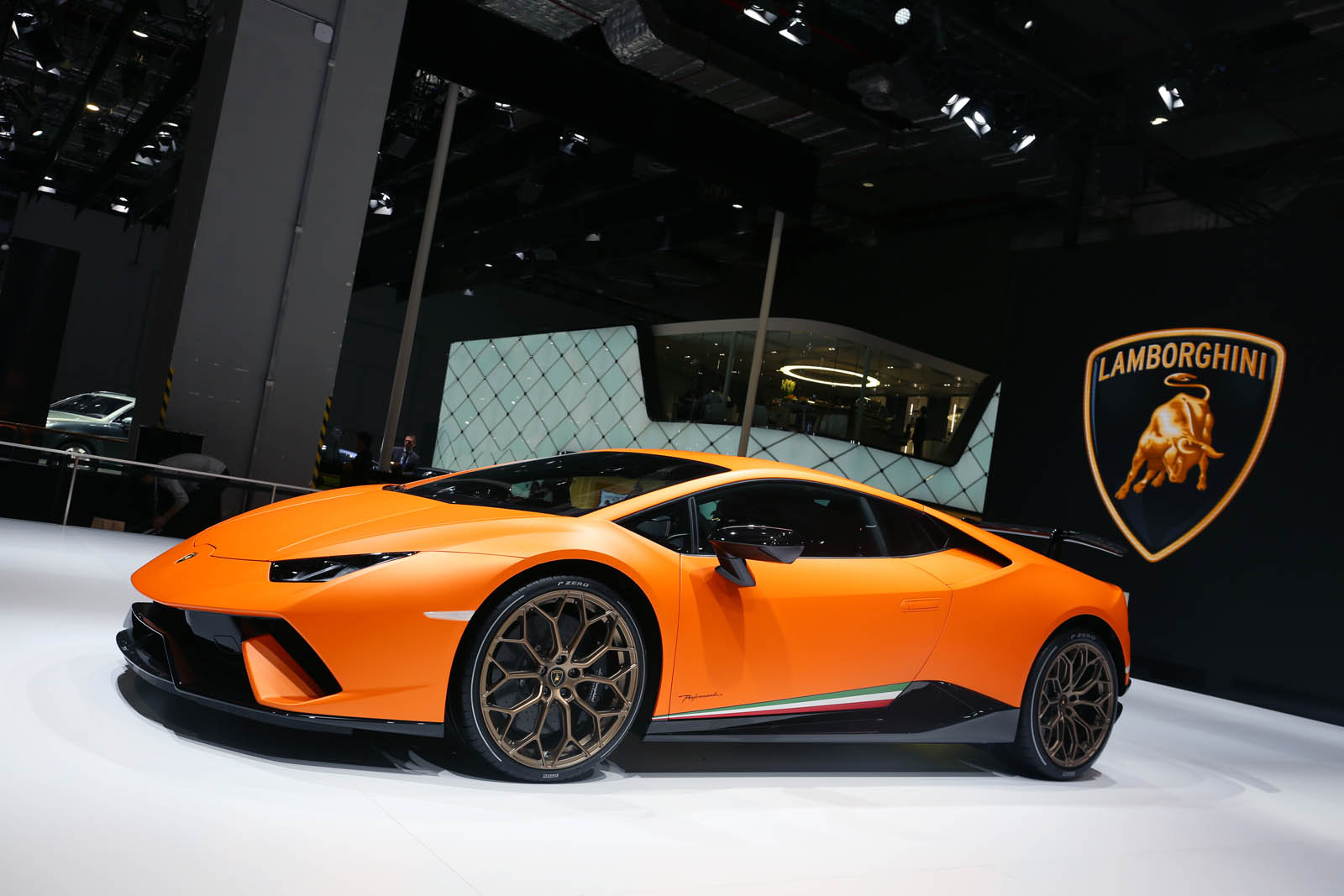 lamborghini huracan performante aventador s mark their asian debuts in shanghai. Black Bedroom Furniture Sets. Home Design Ideas