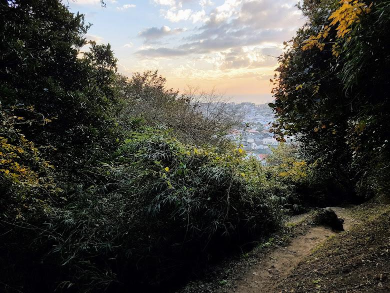 前往見晴台的山路,黃昏有點可怕