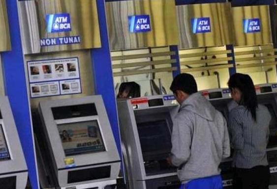 Cara Transfer ATM BCA ke BCA dan ke Bank lainnya dengan mudah