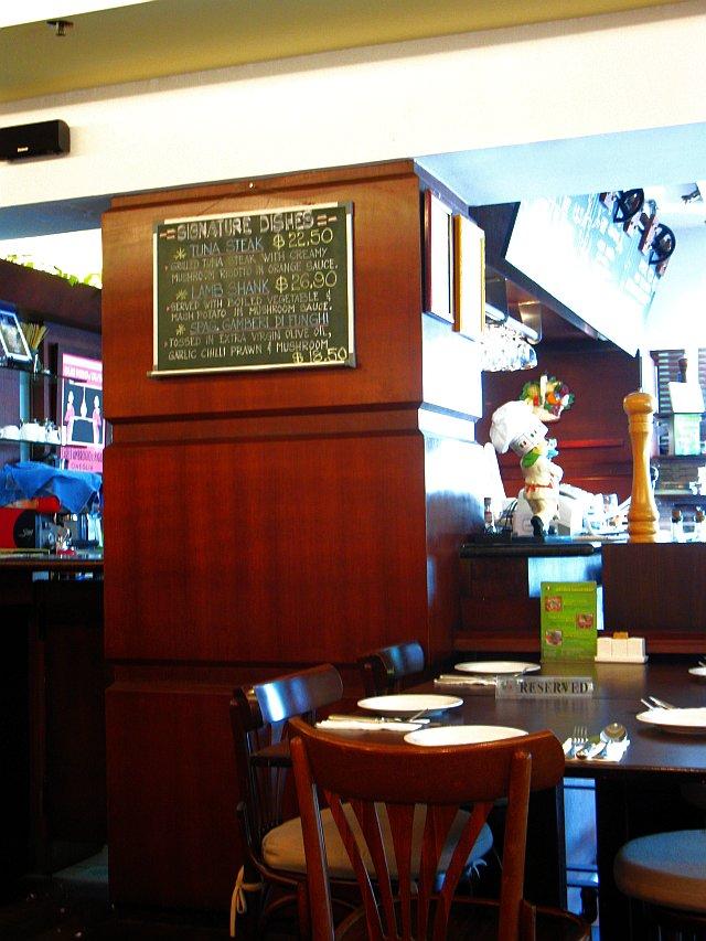 Purple Taste: Fratini\u0026#39;s Restaurant @ Gadong, Bandar Seri Begawan, Brunei