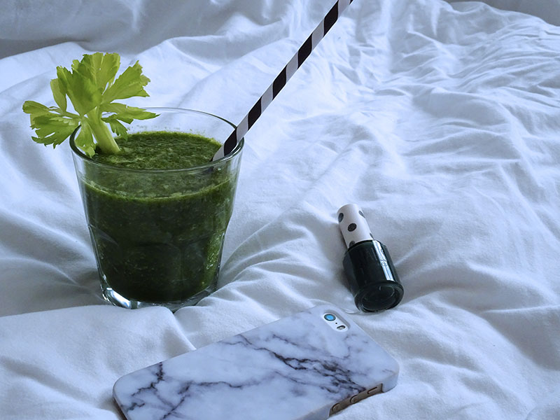 Green_Smoothie_Celery_Cucumber_Banana_Kiwi_Spinach