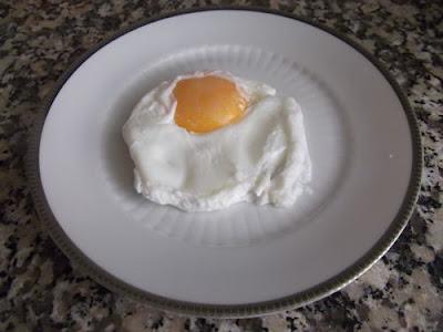 """Huevo """"frito"""" en agua"""