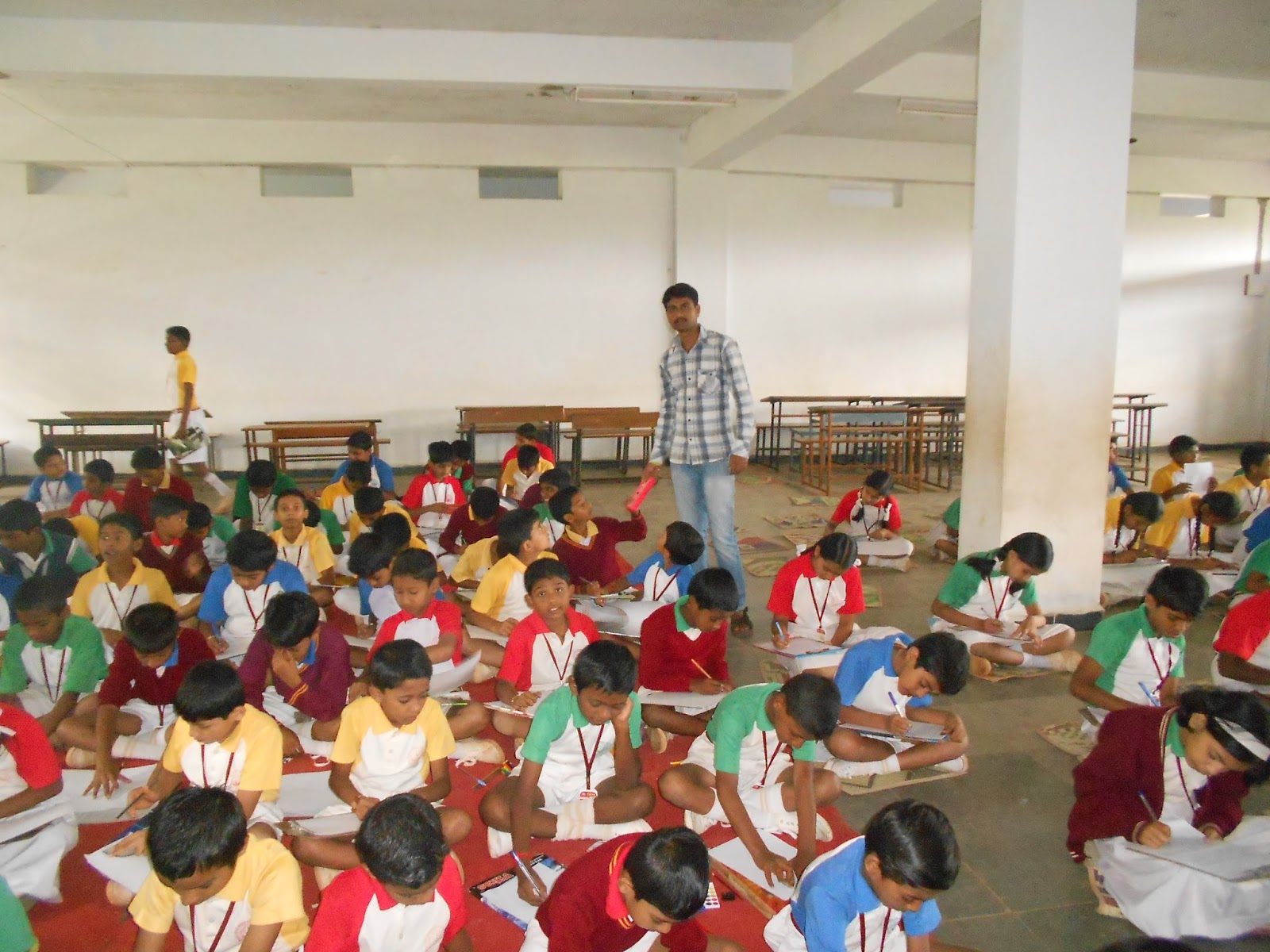 dharwad leader conducts essay and drawing competition for 150 ravi ranjan amitrao and vallabha of sdmcet dharwad conducted swadesh expo 13 an inter school essay writing and drawing competition for schools in