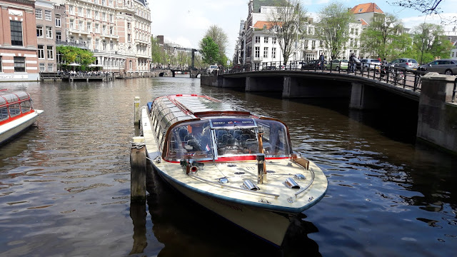 Tours through the canals of Amsterdam