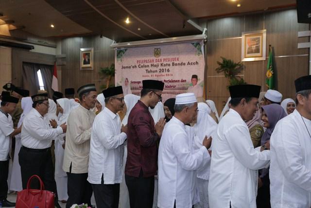 118 PNS Pemko Kota Banda Aceh Berangkat ke Haji