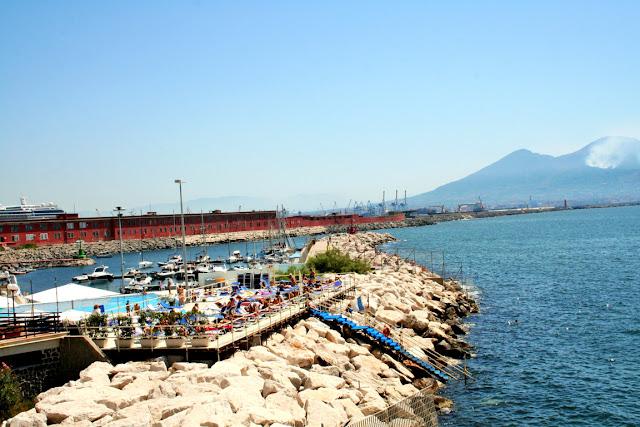 lido, spiagge, scogli, ristoranti, bagnanti, mare, acqua, montagne, Vesuvio