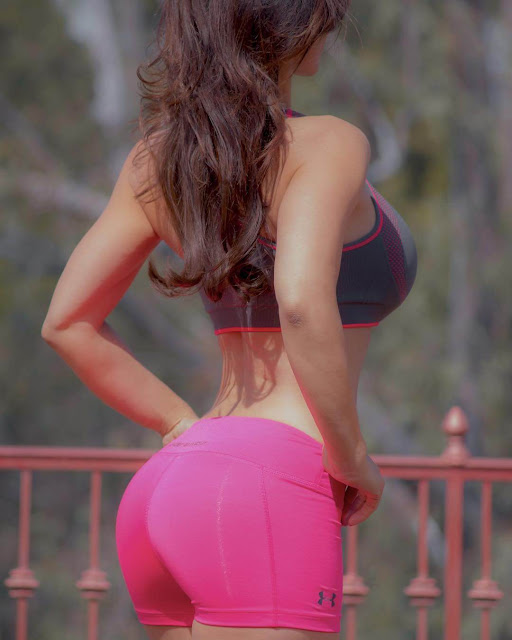 Denise-Milani-showoff-her-sexy-and-big-booty-on-Instagram
