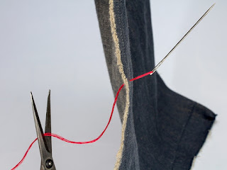 scissors cutting thread pic