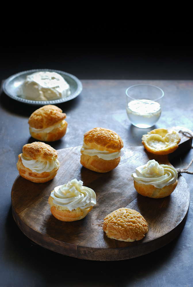 choux-pastry-namelaka-cream-pear-profiteroles-crema-namelaka-pera-dulces-bocados