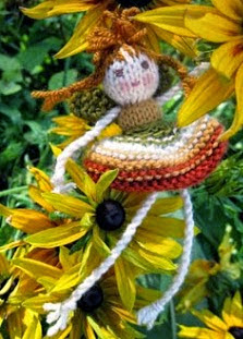 http://flutterbypatch.blogspot.com.es/2009/10/my-knitted-fairy-pattern.html