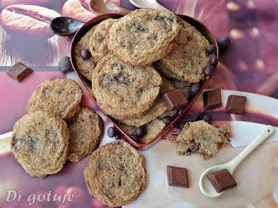 Chrupiąco-ciągnące się ciasteczka z czekoladą (z mąki graham)