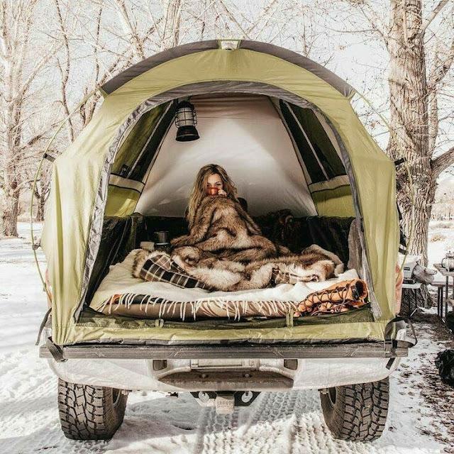 Сон в наметі в автомобілі