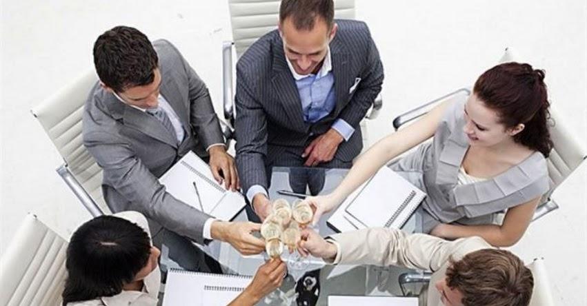 Brindar con alcohol en el centro de trabajo justifica despido, según sentencia de la Corte Suprema