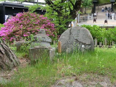 中尊寺・弁慶墓