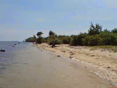 Ada pantai yang indah dan menarik untuk dikunjungi di kabupaten Jepara yaitu Pantai teluk Tempat Wisata Terbaik Yang Ada Di Indonesia: Wisata Pantai Teluk Awur Jepara