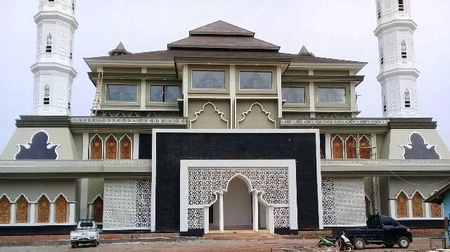 Tiga atap ini melambangkan tiga rukun yang harus dilaksanakan oleh umat Islam