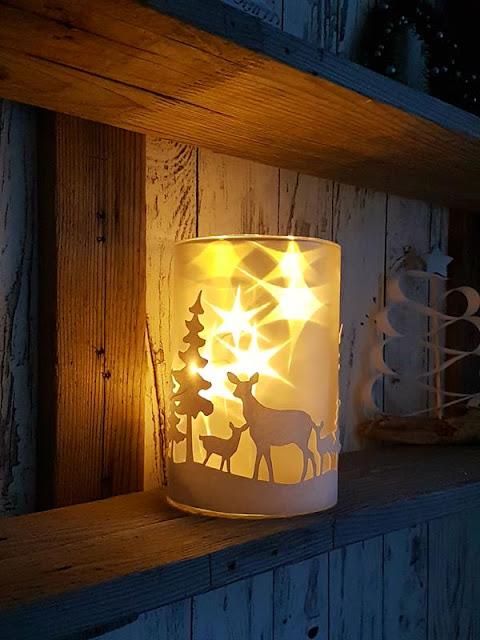 Winter-Wndlicht mit funkelnden Sternen