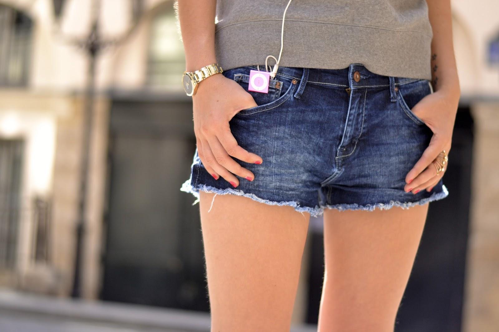 如何穿牛仔短裤