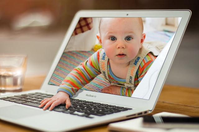 """""""Äiti, sä laitoit mut nettiin"""" – Mitä jaat lapsista somessa?"""