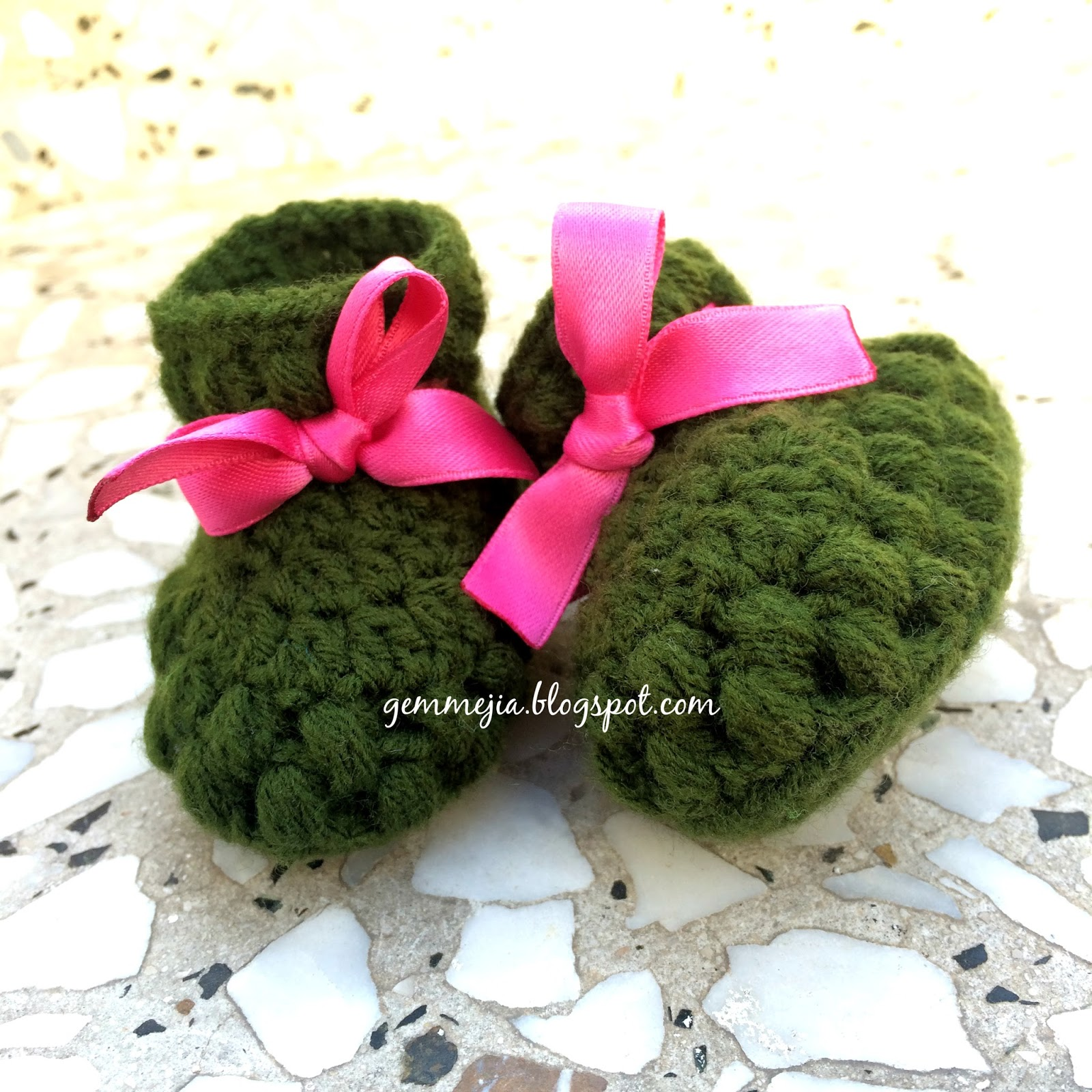 baby booties, puff stitches, baby crochets
